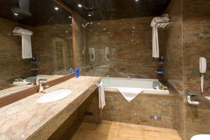 Bathroom_Gallery_ (1)